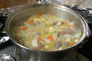鍋いっぱい具いっぱいの豚汁
